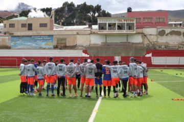 El equipo de Nacional Potosí evalúa la suspensión de sus entrenamientos