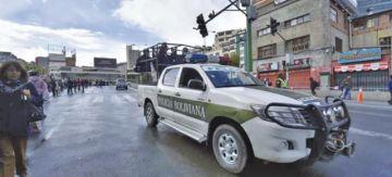 Vehículos de la Policía trasladarán a personas que tengan emergencias