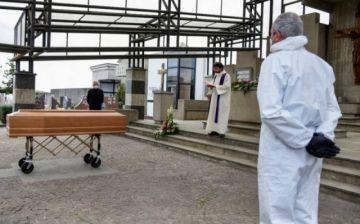 Los muertos en Italia ya son 6.820, 743 más en un día y rompe la tendencia a la baja