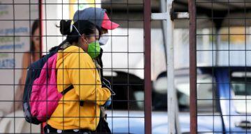 Ascienden a 27 los fallecidos y 1.049 los contagios por COVID-19 en Ecuador
