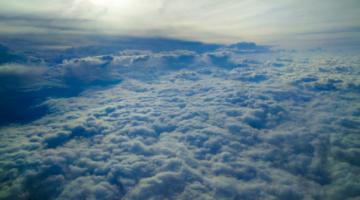 La disminución de contaminación atmosférica redujo partículas y gases reactivos que afectan la salud humana