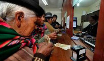 Jubilados insisten a Áñez que duplique la Renta Dignidad mientras dure la cuarentena