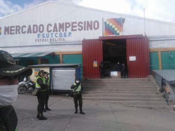 Algunos mercados abren y otros no en la ciudad de Potosí