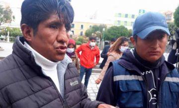 """Vendedores de la calle: """"estamos viviendo con pan y Yupi"""""""