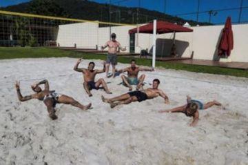 Neymar en una nueva polémica: se fue a jugar vóley de playa