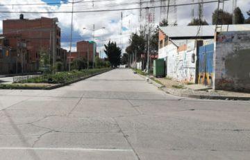Bolivianos se someten a la mayor restricción de circulación en fin de semana