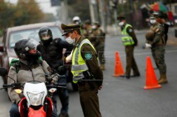 Los casos de COVID-19 rozan los 2.500 en Chile y se registra la octava muerte