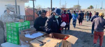 Ejército chileno entrega alimentos a bolivianos que permanecen en la frontera