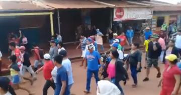 """Riberalta: vecinos que viven """"al día"""" marchan y exigen que las autoridades les provean alimentos"""