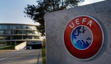 """La UEFA insiste en que es """"prematuro"""" anular los campeonatos de fútbol"""