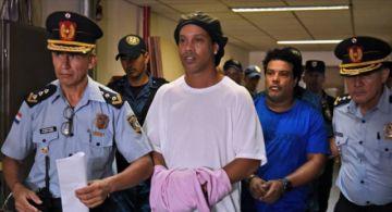 Ronaldinho cumple un mes de prisión