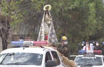 Policía saca a la Virgen de Copacabana a las calles y lleva mensaje de esperanza