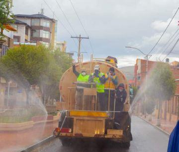 Desinfectan la ciudad para hacer frente al peligroso coronavirus