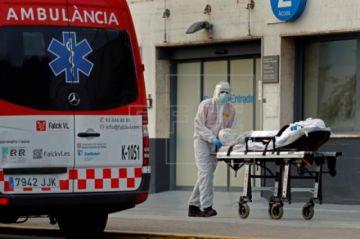 Se aplana la curva de muertes y contagios, pero el descenso será largo en España