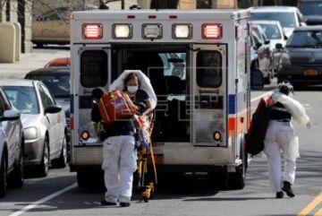 Nueva York, con 779 muertos, sufre otro récord de decesos, pero dice que la curva se aplana