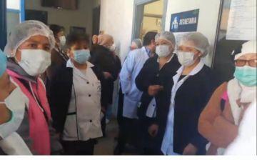 Personal del Bracamonte protesta en la dirección del hospital