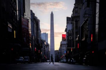 Argentina mantendrá su cuarentena y se refuerza para el puente de Semana Santa