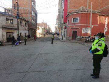 Policías cercaron el mercado Uyuni