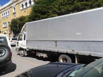 Hallan camión que transportaba personas
