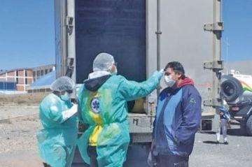 Envían a cuarentena a chofer y pasajeros detenidos en viaje