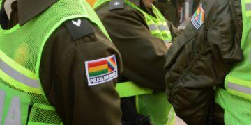 Dan medidas sustitutivas a tres policías por consumir bebidas con dos detenidos