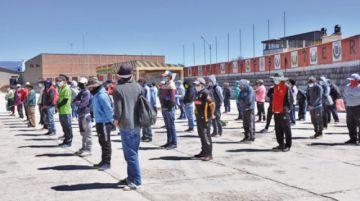 Casi un centenar de personas fueron detenidas por violar la restricción