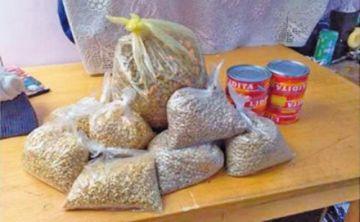 Jóvenes voluntarios acopian alimentos para familias pobres de La Paz