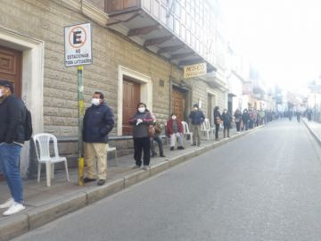 Banco Unión aplica normas de seguridad en pago de bonos