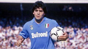 Subastan una camiseta de Maradona del Napoli para lucha contra coronavirus