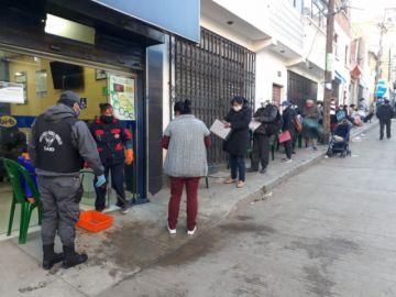 Filas en cercanías de entidades bancarias se adueñan del paisaje urbano