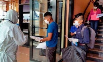 En vuelo solidario, llegan a Bolivia más de cien jóvenes que estaban varados en Perú
