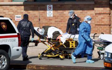 Las hospitalizaciones por COVID-19 bajan en Nueva York, que acumula otros 630 muertos