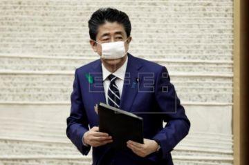 Abe apunta a alargar el estado alerta y pide más distanciamiento social