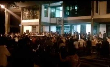 Expulsan por la fuerza a policías de población del Trópico de Cochabamba