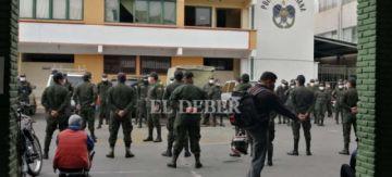 Jefe policial de Cochabamba cuenta que a sus camaradas les quitaron los celulares y los amenazaron de muerte