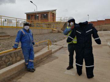 Aapos dota de ropa de trabajo invernal a trabajadores