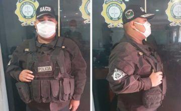 Un hombre se disfrazó de Policía para pasear por la ciudad