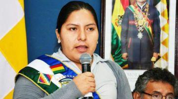 Alcaldesa de Shinahota asume acciones legales tras expulsión de policías