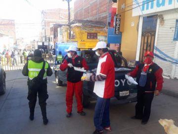 Ex alumnos del Pichincha alimentan a la gente que trabaja en cuarentena