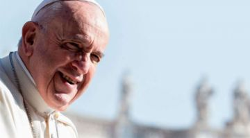 """Nuevo bulo atribuye al Papa oración para """"vacunarse"""" contra el coronavirus"""