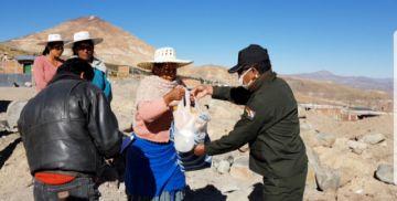 La Policía en Potosí llegó con ayuda a 150 familias