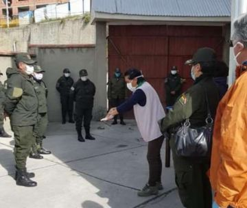 Cinco policías que trabajan en una estación dieron positivo a COVID-19