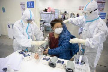 Médicos chinos asisten a colegas de 30 países en una alianza nacida en España