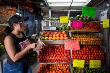 El Gobierno sube un 60% el salario mínimo en Venezuela hasta 2,33 dólares mensuales