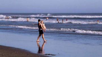 Playas de California lucen llenas aunque EEUU se acerca a millón de contagios