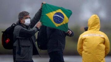 '¿Qué quieren que haga', responde Bolsonaro a subida de muertes por COVID-19