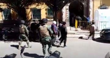 Diariamente los policías detienen a personas que vulneran la cuarentena