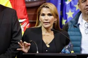 Jeanine Áñez anuncia un plan para generar 600.000 empleos