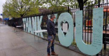 """""""Thank you"""", el altar de las víctimas en el epicentro neoyorkino del COVID-19"""
