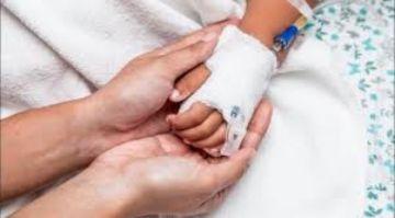 Padre de niño con leucemia que falleció por COVID-19 denuncia negligencia